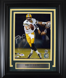 %2ABrett%20Favre%20Signed%208%22x10%22%20Photograph%20%28framed%29