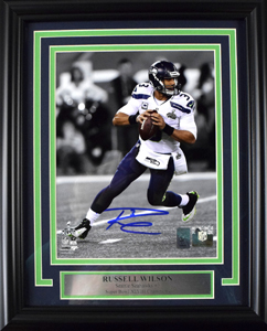 Russell%20Wilson%20Signed%208%22x10%22%20Photograph%20%28framed%29